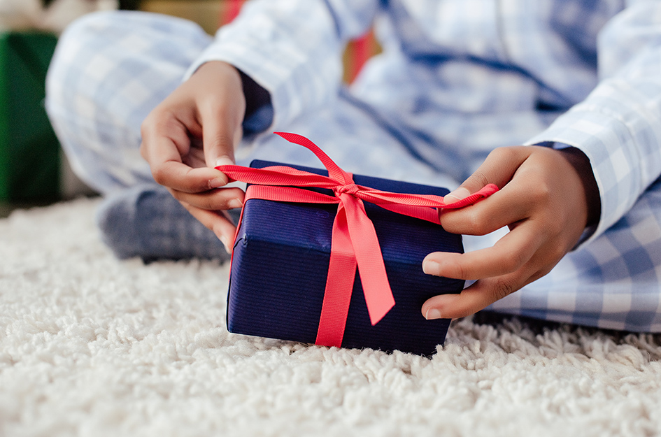Gift Giving Bow
